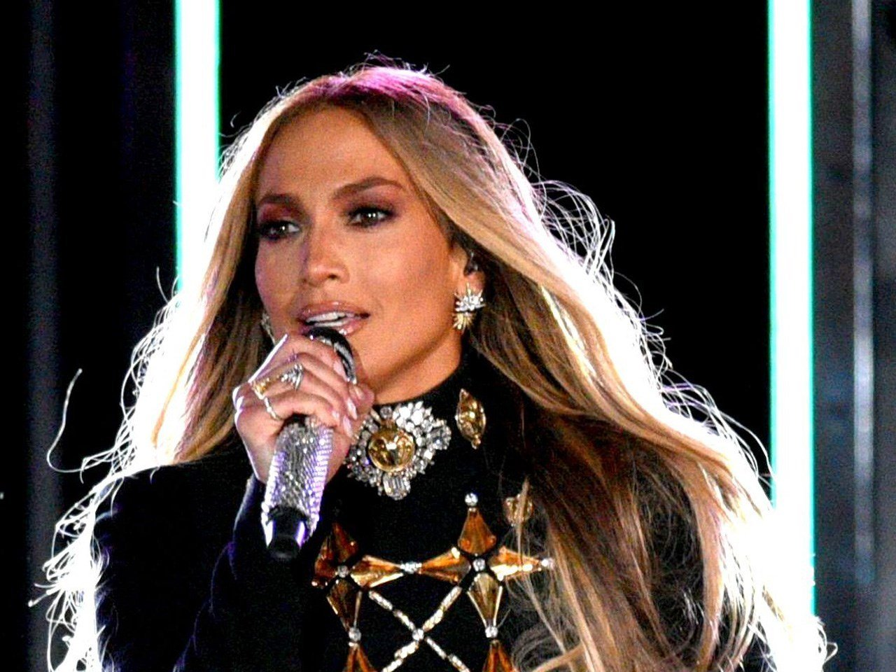 Jennifer Lopez to perform in Minneapolis on Super Bowl eve