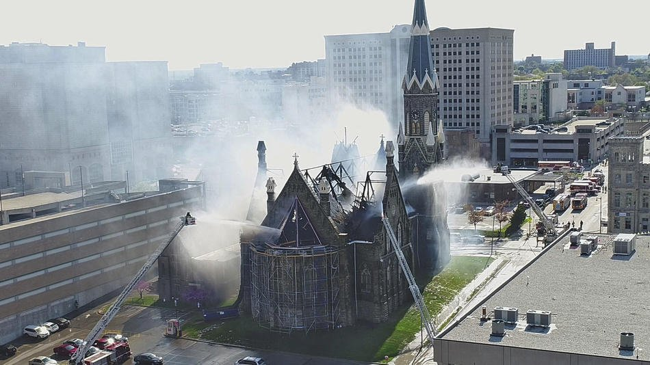 """© """"Fire engulfs Trinity Evangelical Lutheran Church in downtown Milwaukee on May 15, 2018. (Mike De Sisti and Jim Nelson / Milwaukee Journal Sentinel via AP),"""" Chicago Tribune."""